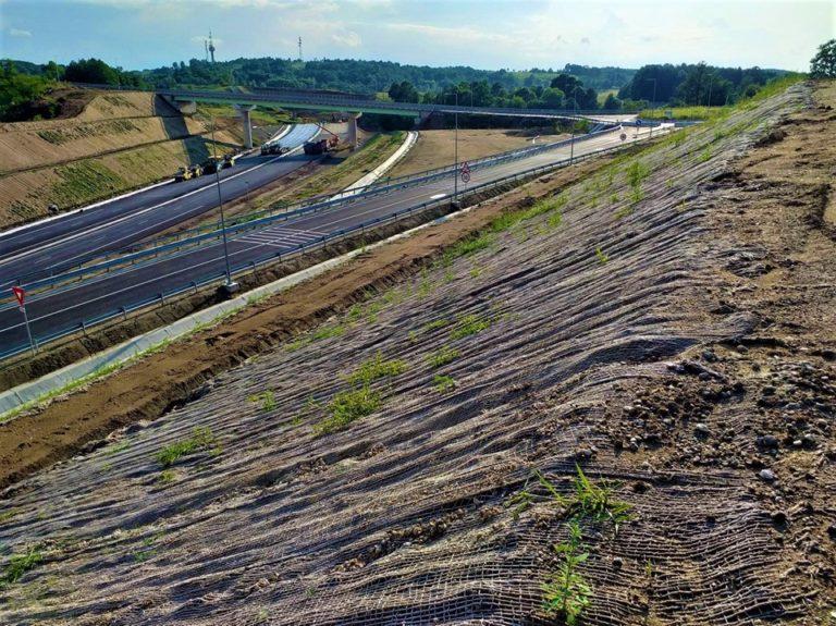 Lotul 4 al autostrăzii Lugoj-Deva a fost deschis circulaţiei, potrivit unui comunicat al Companiei Naţionale de Administrare a Infrastructurii Rutiere (CNAIR)