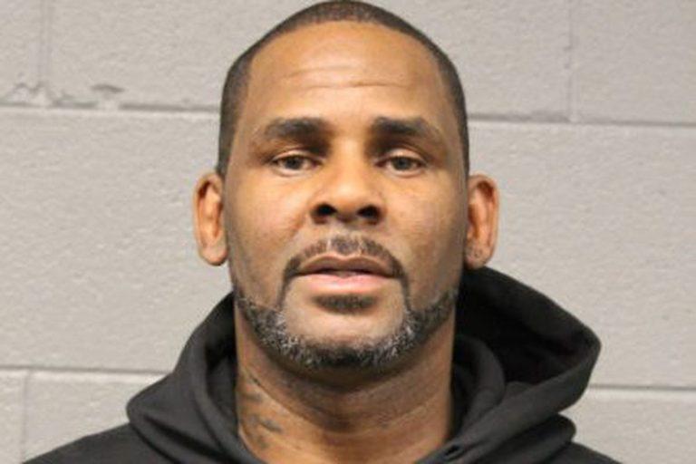 Noi acuzaţii împotriva rapperului R. Kelly, inculpat pentru solicitare de favoruri sexuale de la o minoră