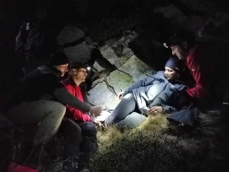 Turistă accidentată în Retezat, salvată de salvamontiști. Misiunea a durat opt ore