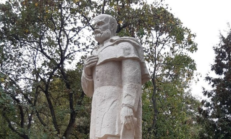 STATUIA LUI EMANUIL GOJDU, DEZVELITĂ CU PRILEJUL CENTENARULUI INAUGURĂRII PRIMULUI LICEU ROMÂNESC DIN ORADEA