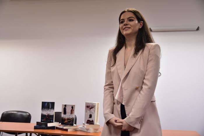 """Teresa Wojcik si-a lansat volumul 3 din """"Cautand fericirea"""""""