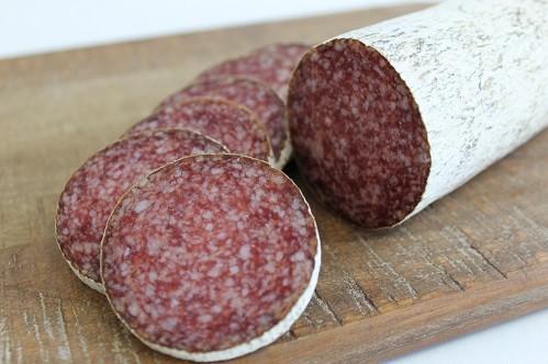 Salamul de Sibiu este fabricat exclusiv din carne din import