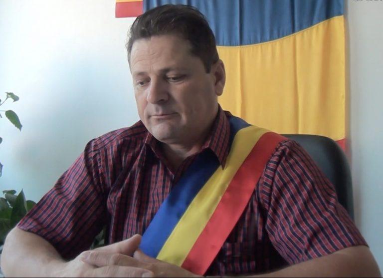 Un primar din județul Alba s-a amendat singur pentru că și-a modificat acoperișul casei fără autorizație de la primărie