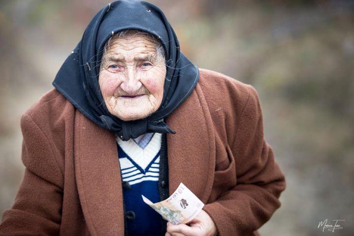 Studiu: Românii se tem de criză: 60% din populație pune bani deoparte și vrea să reducă cheltuielile