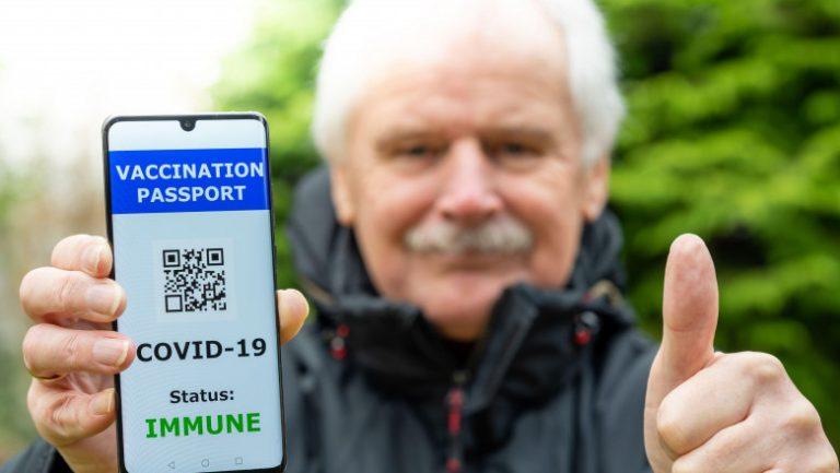 Epidemiologul Martin Blachier: 'Pașaportul Covid este total stupid. Punem în același loc persoane vaccinate care transmit virusul cu persoane care au un rezultat negativ la testare'